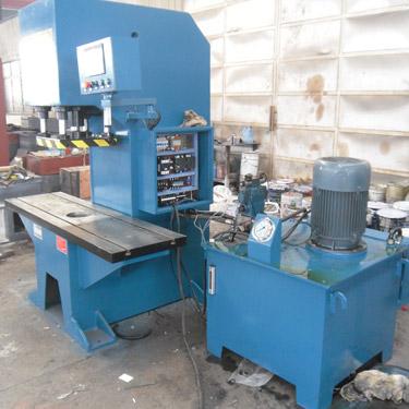 全自动单柱液压机(100吨单臂液