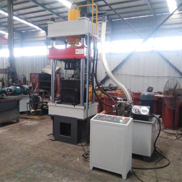 鸡饲料成型机(100吨四柱液压机
